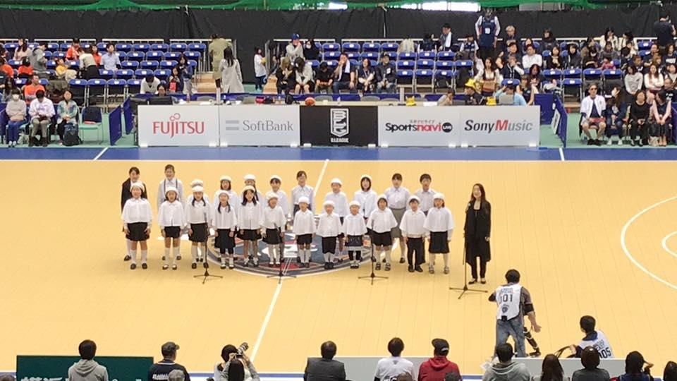 ビーコルセアーズの試合のオープニングで「横浜市歌」を斉唱しました。