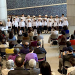 復興支援コンサートで歌う「かなりあ少年少女合唱団」