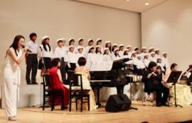 渡辺麻衣とかなりあ少年少女合唱団とアンサンブルメンバー